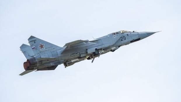 Российский Миг-31 второй день отгоняет отграницы патрульный самолет ВВС Норвегии