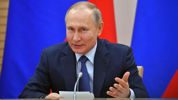 Путин ответил на вопрос об оттоке молодежи за границу - Газета.Ru ...