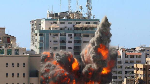 Ракетный удар Израиля по Газе разрушил здание с офисами международных СМИ