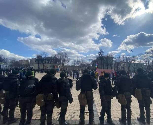 Киевские наци и феминистки 8 марта устроили состязание в неадекватности