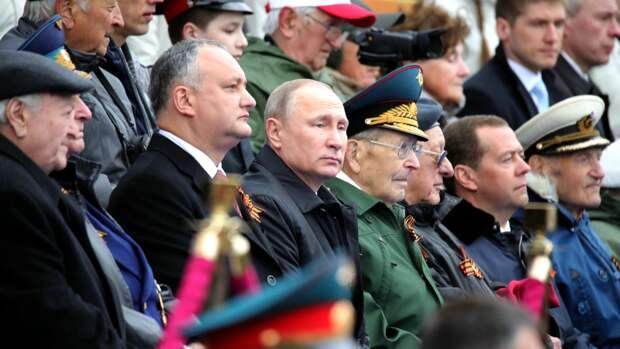 Путин отступил от традиций в поздравительной речи на параде Победы