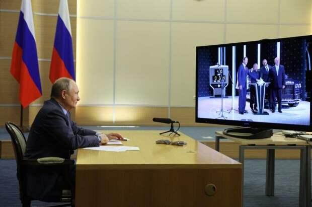 Путин дал старт серийному выпуску машин Aurus