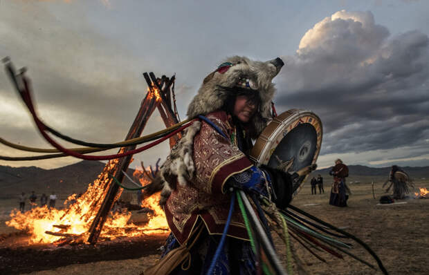 Шаманы провели обряд для призыва дождей в Сибири