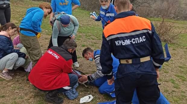 Сотрудники ГКУ РК «КРЫМ-СПАС» оказали помощь женщине с травмой ноги в районе горы Демерджи