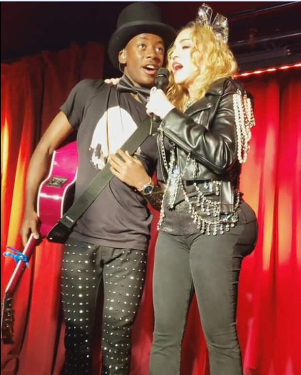 Мадонна похвалилась мощными ягодицами симплантами