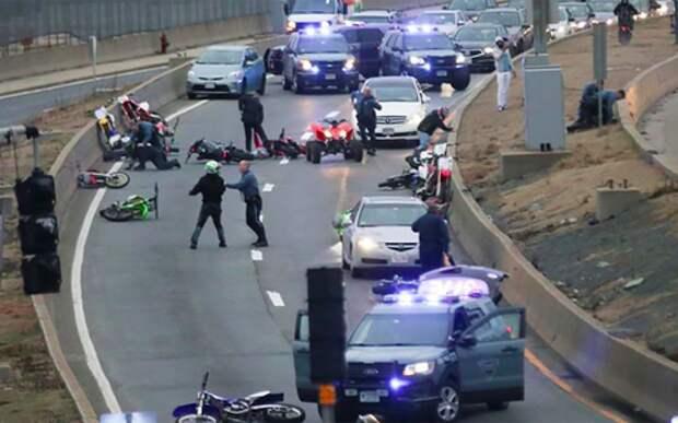 Хаос на дороге: полиция схлестнулась с мотобандой