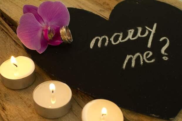 Парень хотел сделать предложение девушке при свечах и спалил квартиру