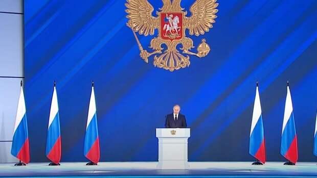 Путин поручил за три года перевести большинство госуслуг в дистанционный формат