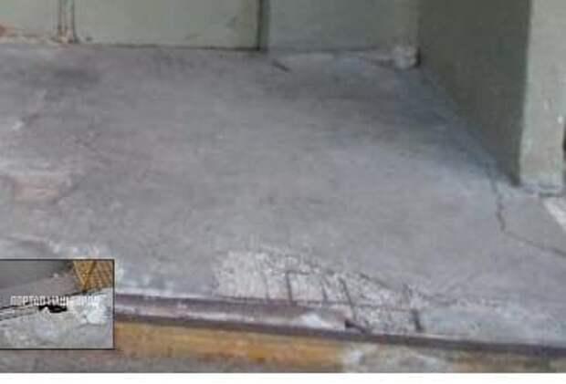 В доме на Волгоградском проспекте со второй попытки отремонтировали крыльцо