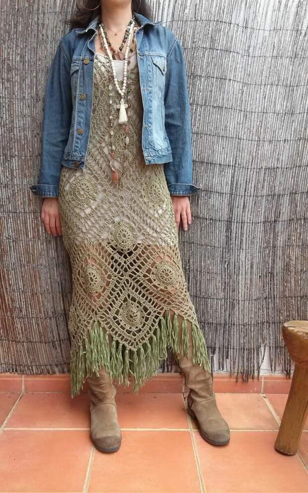 Образ с вязаным платьем в стиле бохо. /Фото: i.pinimg.com