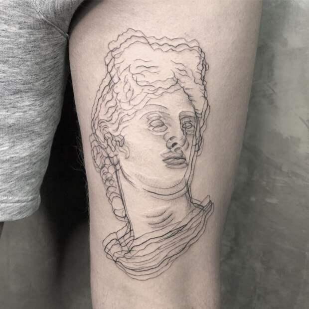 9 фото татуировок, которые могут буквально вскружить голову