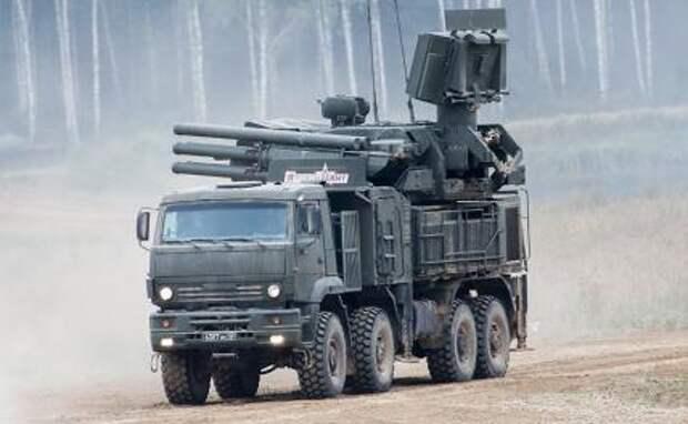 """На фото: зенитный ракетно-пушечный комплекс """"Панцирь-С1"""""""