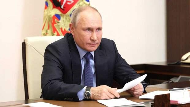 Путин поручил начать выплаты опекунам детей