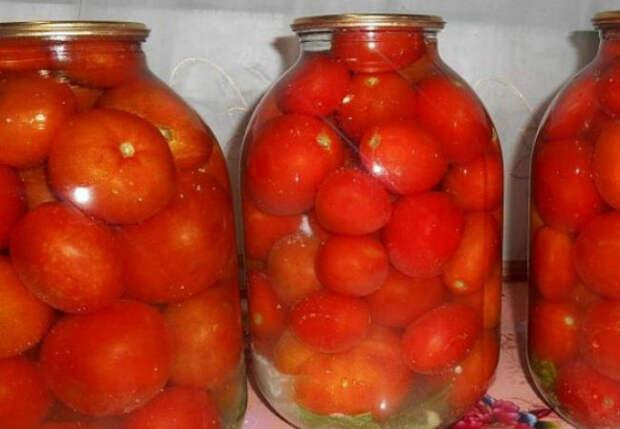 Не добавляем в банки к помидорам ни соль, ни специи: зимой остаются почти как свежие