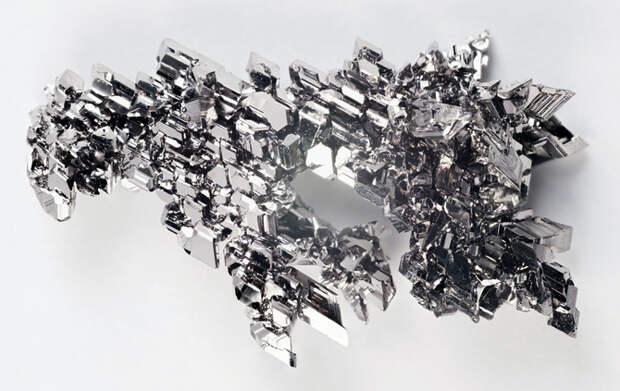 Периодическая система химических элементов крупным планом от R. Tanaka