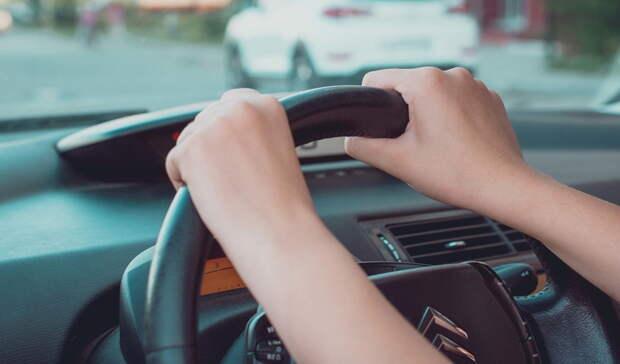 «Устал впахивать без выходных». Омский таксист ответил недовольным ценами пассажирам