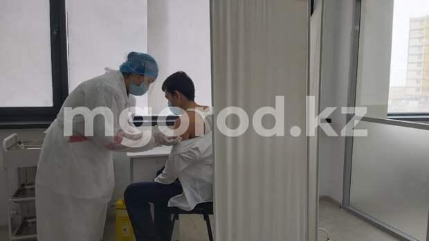 В самом крупном ЦОНе Атырау открыли пункт вакцинации от COVID-19