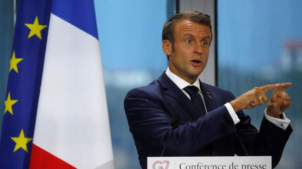 Макрон призвал тщательно «перетасовать карты» в отношениях с Россией