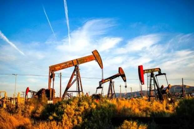 МЭА ухудшило прогноз по спросу на нефть в мире в 2021 году, ожидает роста на 5,4 млн б/с