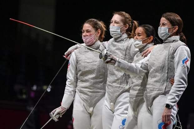 Российские фехтовальщицы на рапирах выиграли золотую медаль в Токио