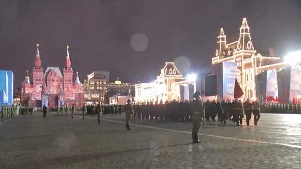 В Москве на Красной площади прошла ночная тренировка к военному параду 9 мая