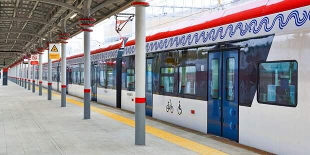 Пассажирам в Лианозове пришлось ждать поезда и в метро, и на МЦД дольше обычного