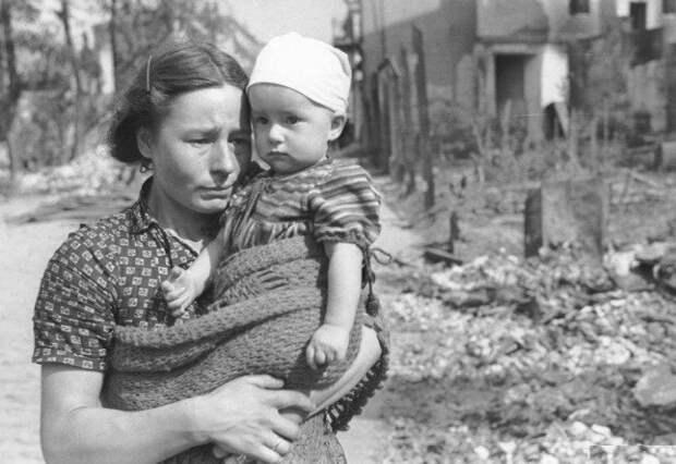 Мама родила меня в войну...