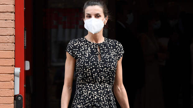 Платье в горох — версия 2021 на примере королевы Летиции