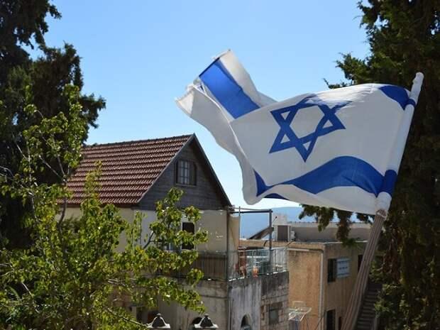 Канцлер Австрии поднял над своим ведомством флаг Израиля