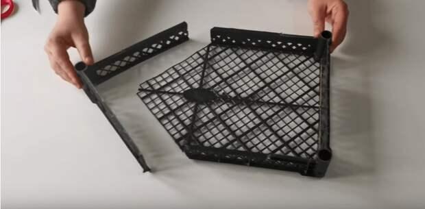 Отличная идея красивого декора из пластиковых ящиков. Бюджетно, просто, красиво и полезно