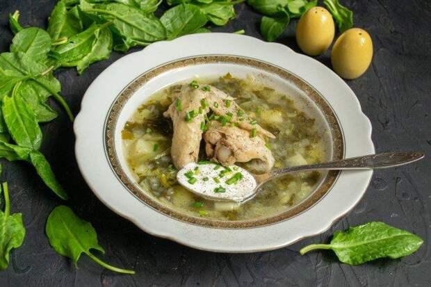 Щавелевый суп с курицей и горошком