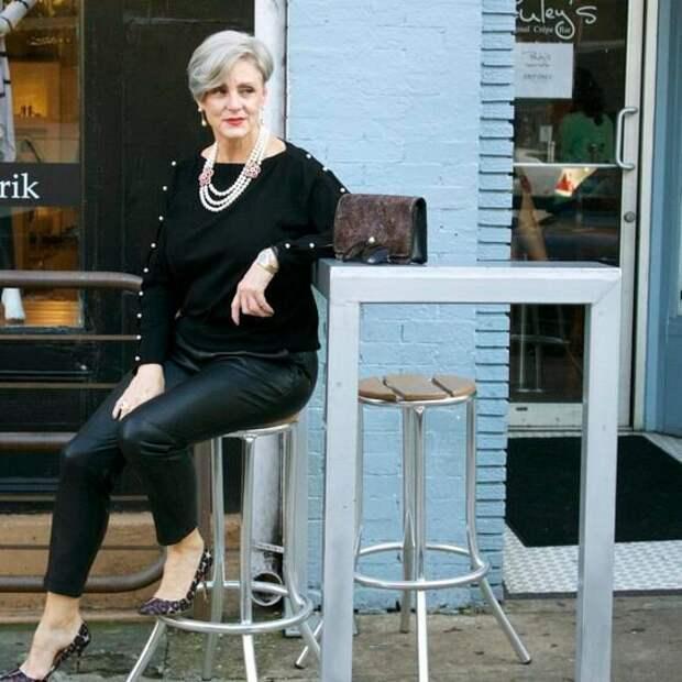 С чем носить кожаные брюки после 50: стильная подборка для вдохновения