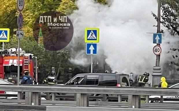 На бульваре Генерала Карбышева загорелась иномарка