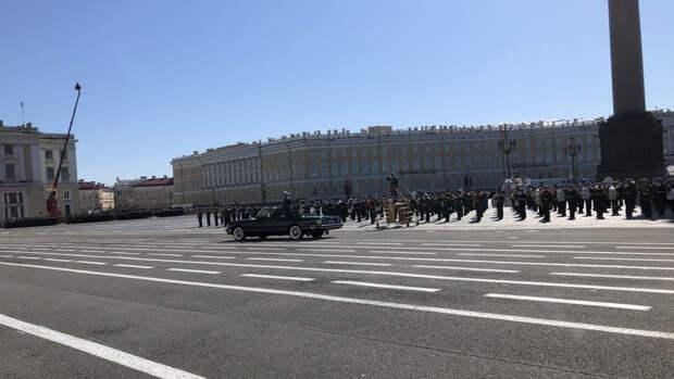 Свыше 4 тысяч военнослужащих и 200 единиц техники участвуют в параде Победы в Петербурге