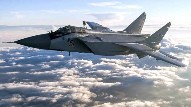 Российский МиГ-31 перехватил самолет-разведчик ВВС США над Беринговым морем