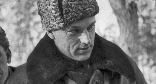 Генерал-лейтенант Константин Рокоссовский на командном пункте 16-й армии, декабрь 1941 года