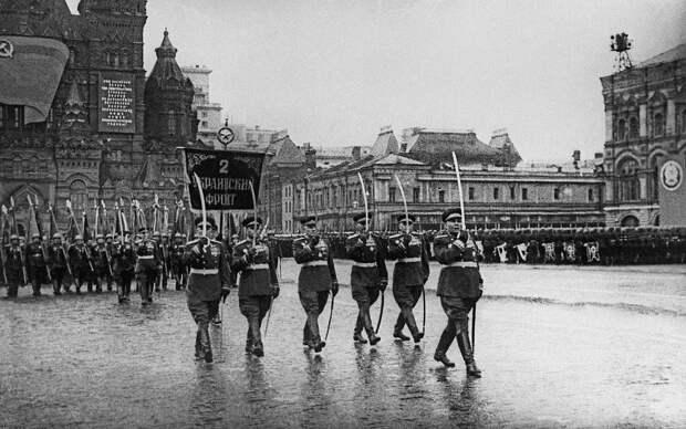 ФСБ обнародовала архивные документы, связанные с Парадом Победы 1945 года