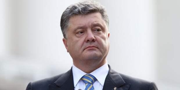 Окончательно опротивел: в Порошенко бросили коктейль Молотова