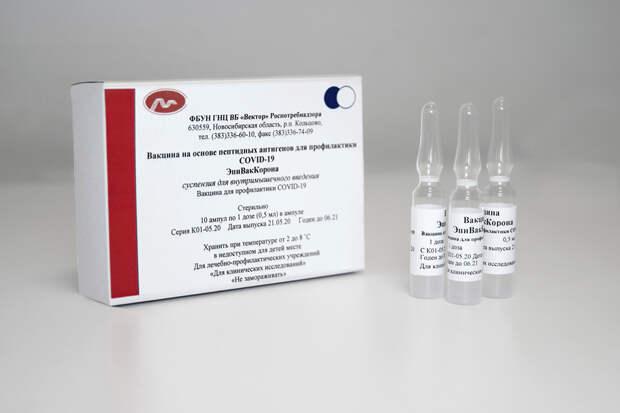 Роспотребнадзор разрешил прививать пенсионеров вакциной «ЭпиВакКорона»