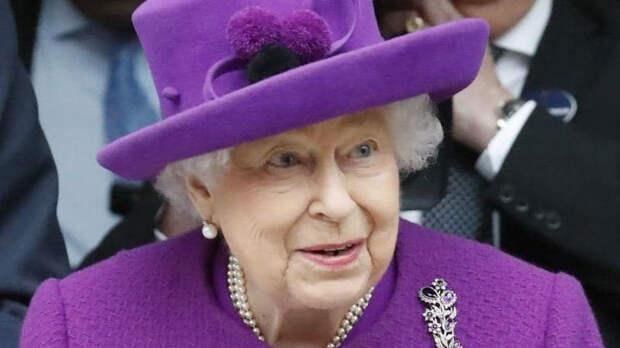 Елизавета II поздравила сына Меган Маркл