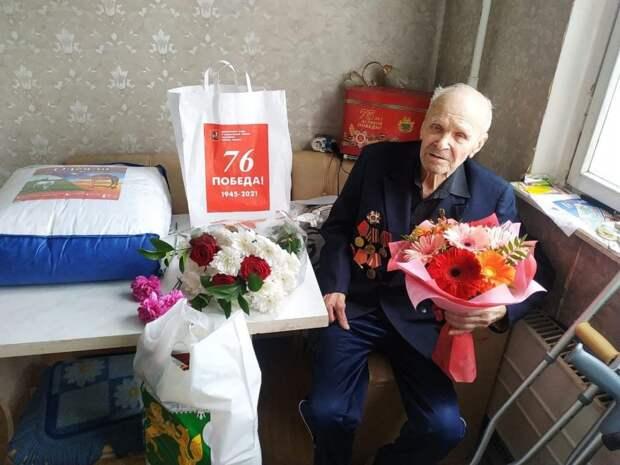 Петр Толстой поздравил с Днем Победы ветеранов из района Выхино-Жулебино
