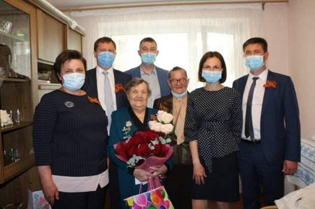 В гости к ветерану: Фанию Магадееву поздравили с юбилеем и Днем Победы