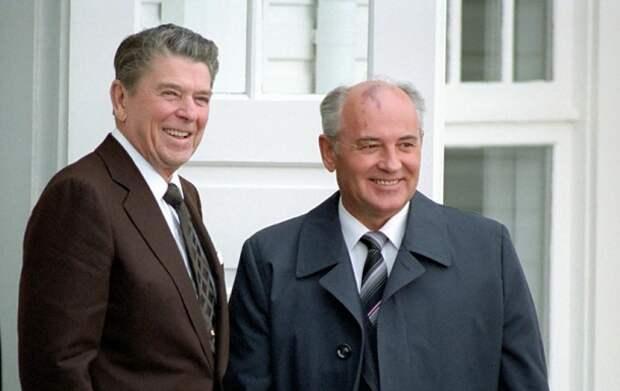 Карьерист, однолюб и реформатор: Как складывалась жизнь и карьера президента СССР Михаила Горбачева