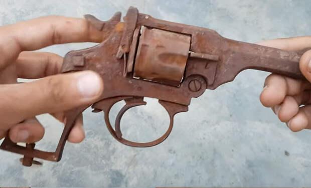 Ржавый револьвер из земли: впечатляющая реставрация