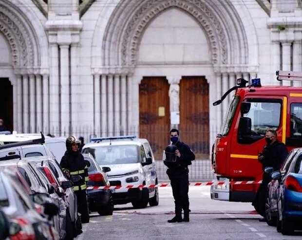 Угрожавшего ножом полиции в Авиньоне экстремиста ликвидировали, ранившего охранника французского консульства в Саудовской Аравии взяли живым