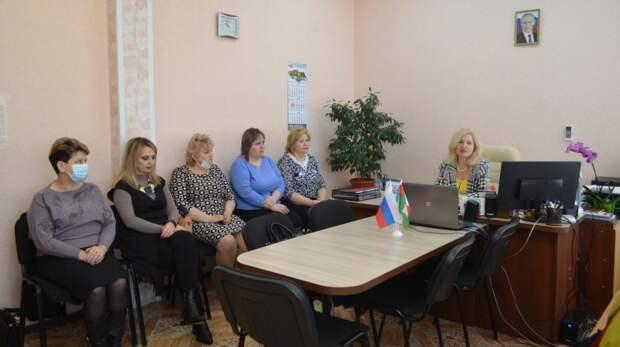 В архивном секторе администрации города Армянска обсудили вопросы создания современного научно-справочного аппарата к документам