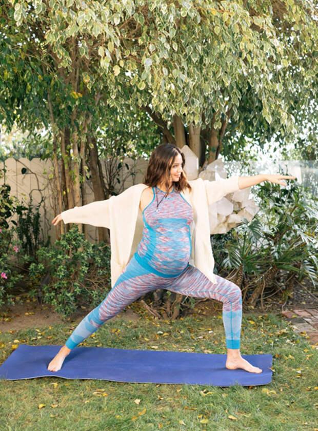Какие упражнения стоит выполнять во время беременности: советы эксперта