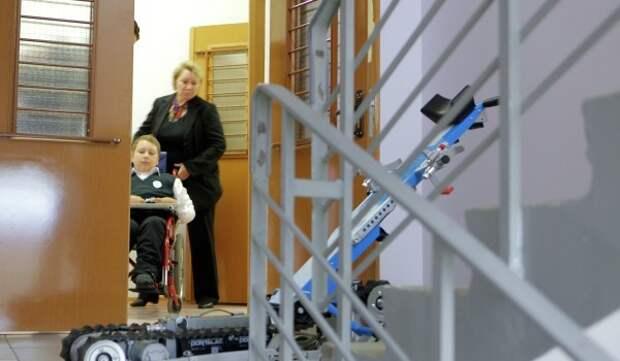 В этом году в ЗелАО планируется установить 15 подъемных платформ для маломобильных граждан