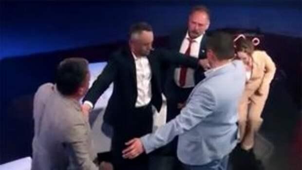 Украинского депутата избили прямо в эфире
