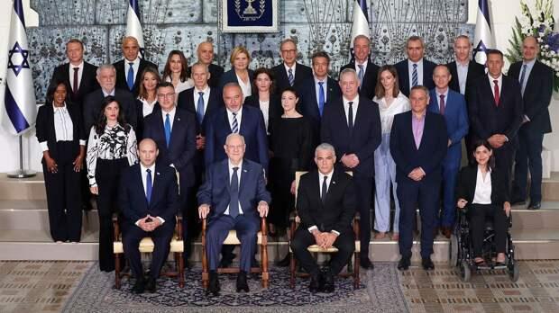 Марш с флагами в Иерусалиме и новое правительство: как Израиль начал жизнь без Нетаньяху